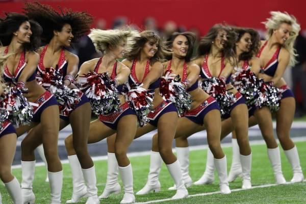 Cheerleaders. Il lato sensuale dello spettacolo sportivo